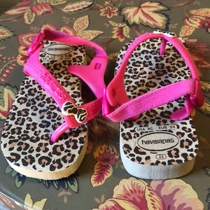 Havaianas cheetah patter, pink with bow 8 toddler